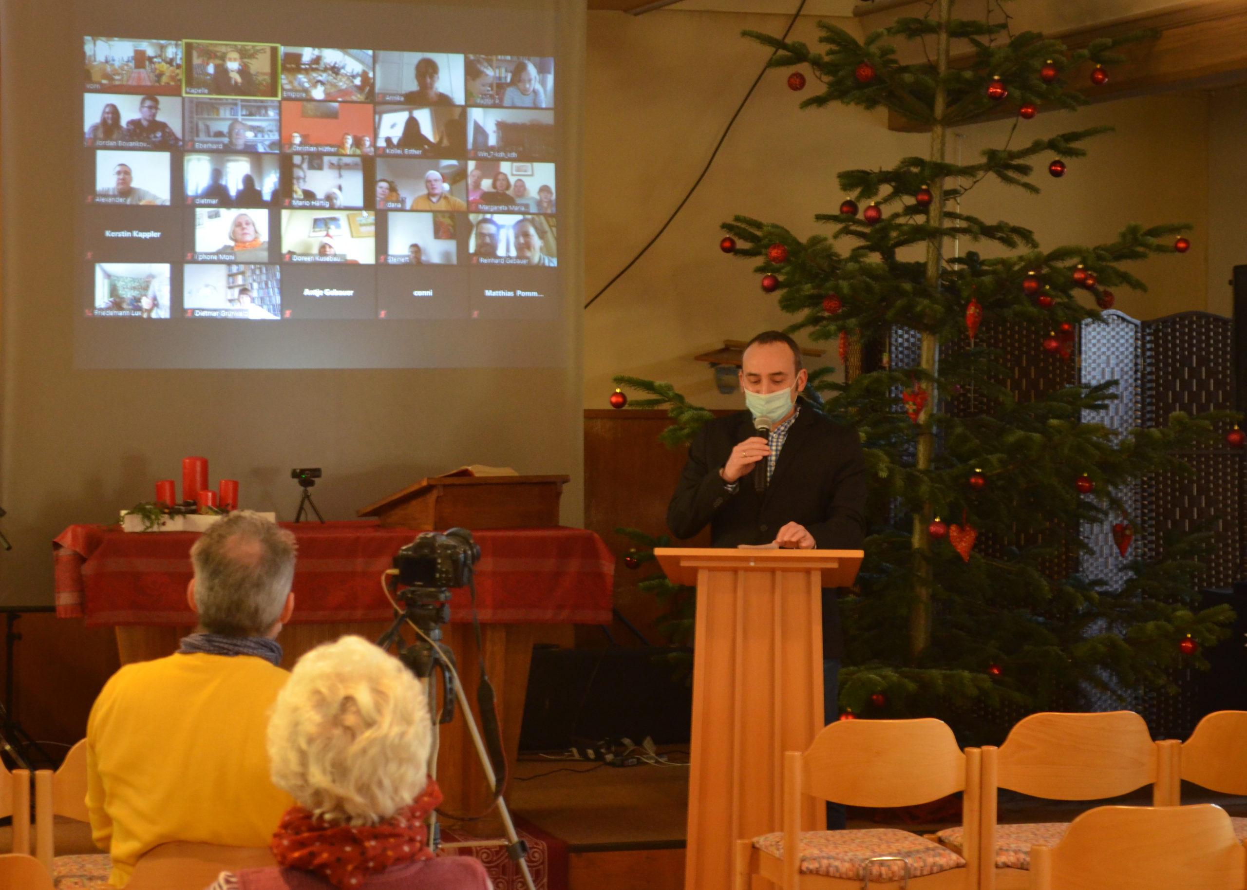 Pastor P. beim ersten online Gottesdienst der Evangelisch-Reformierten Gemeinde Görlitz